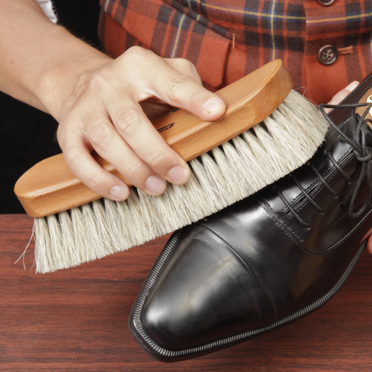 毛足が長く、ほこりをかき出しやすい馬毛ブラシ