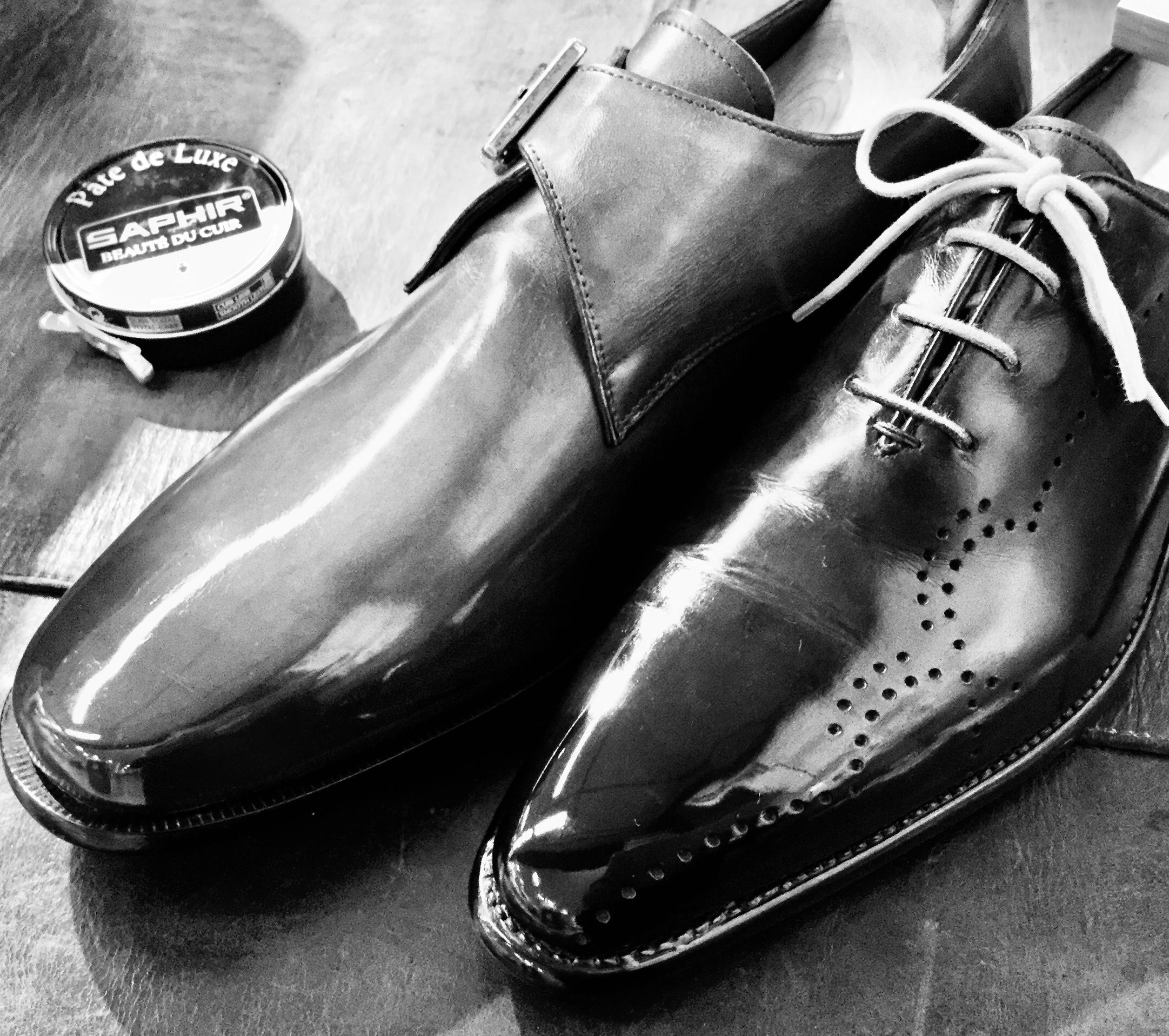 サフィール ビーズワックスポリッシュで鏡面磨きをした革靴
