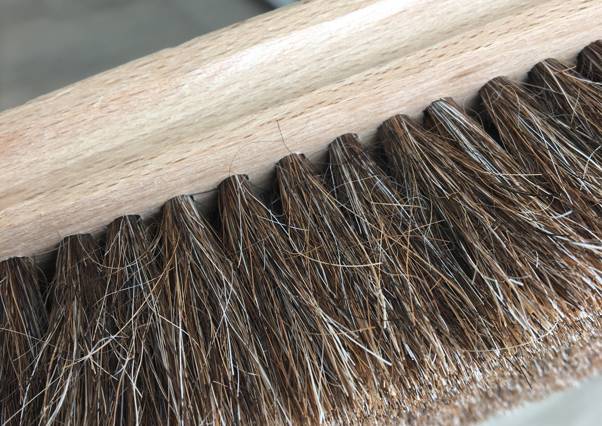通常ブラシは複数の毛束が植えられています。