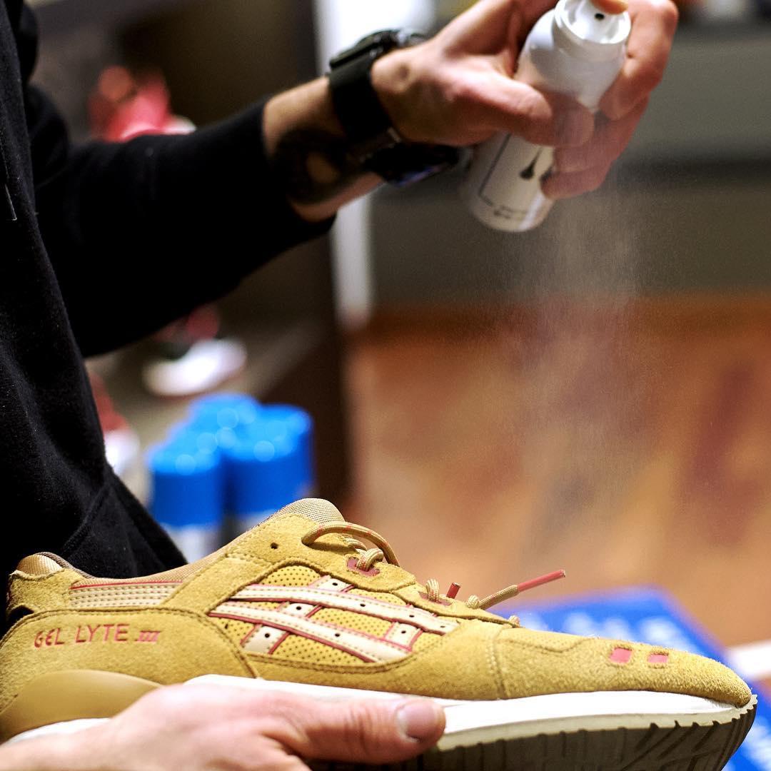 タラゴ スニーカー防水ミストの使用イメージ画像です。