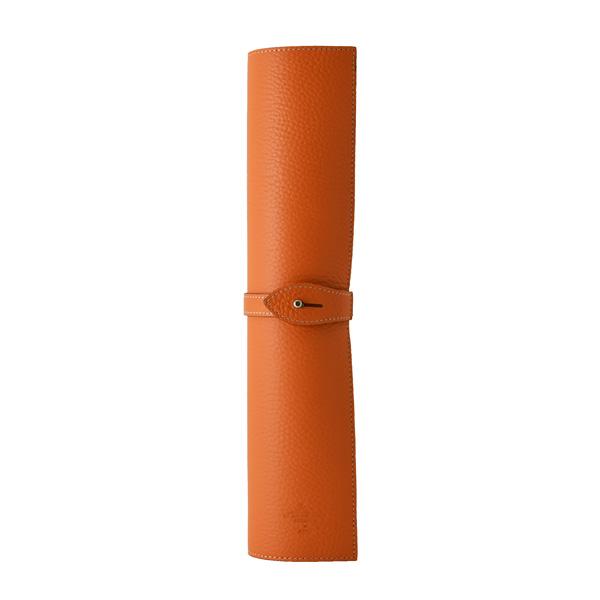 LCA シューシャインカーペット オレンジを丸めた収納イメージの画像です。