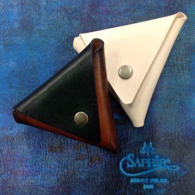 パティーヌをした三角コインケース