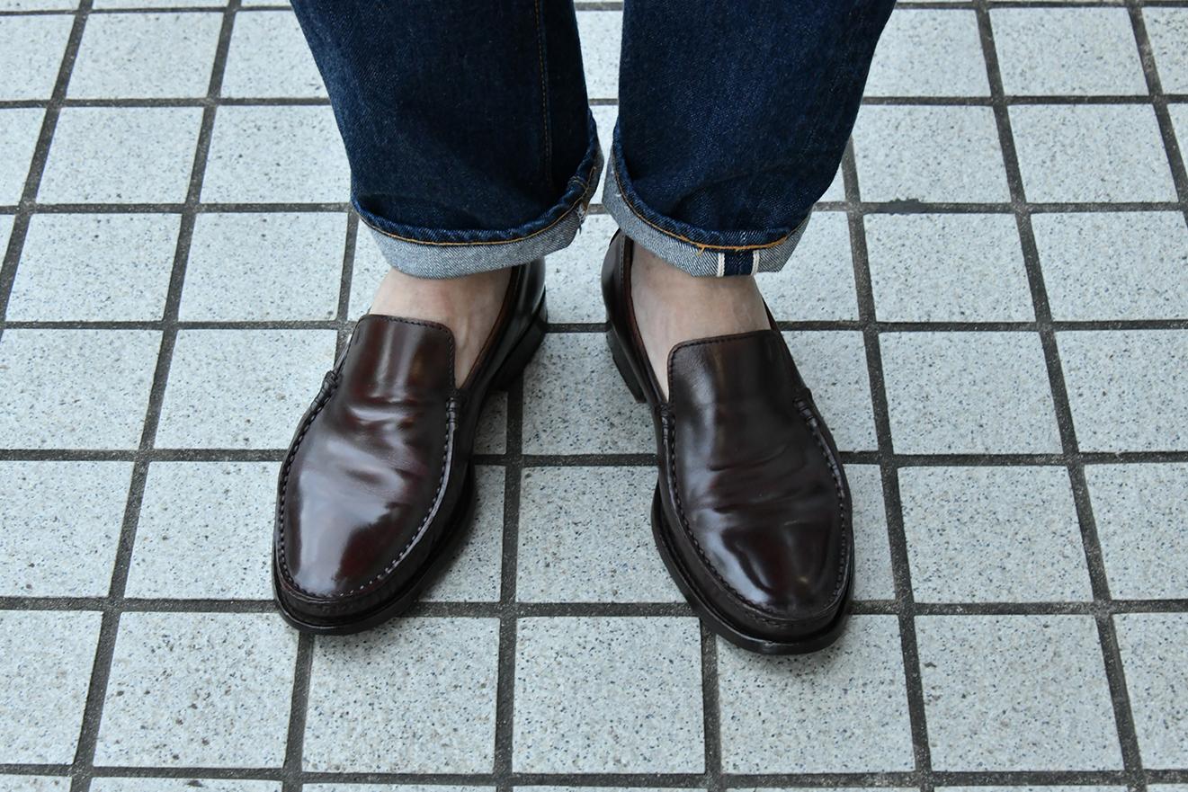 自然な風合いに靴磨きをしたローファー