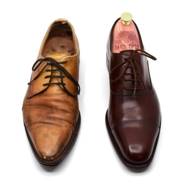 """摩擦の激しい靴紐のあたりは色褪せしやすい。コーティングの剥げ方が不均一な靴は""""ムラのある""""くたびれた印象になり、ここぞというときにもう履けない。"""