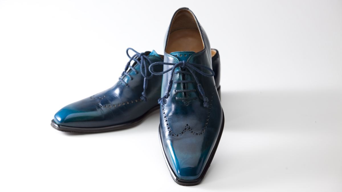 細部にまでこだわって丁寧に仕上げたハイシャイン仕上げの靴の画像です。