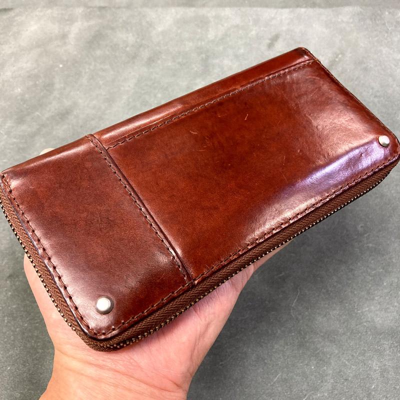 極上なツヤと潤いを得た革財布(オモテ側)の画像です。