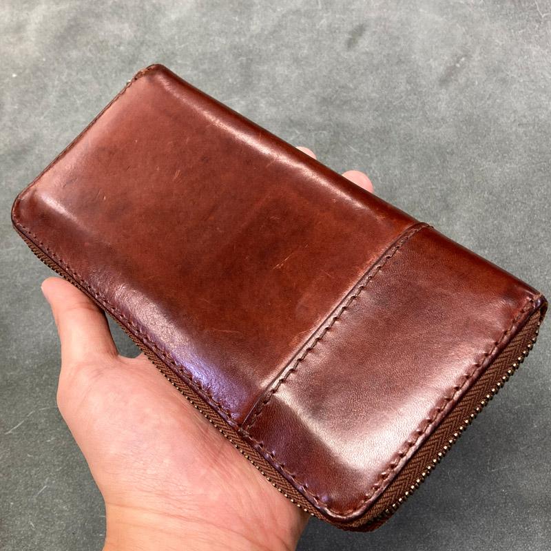 極上なツヤと潤いを得た革財布(ウラ側)の画像です。